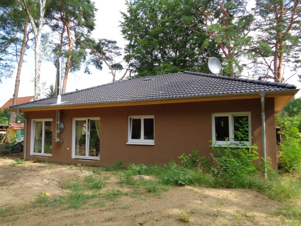 bungalow_braun_massiv