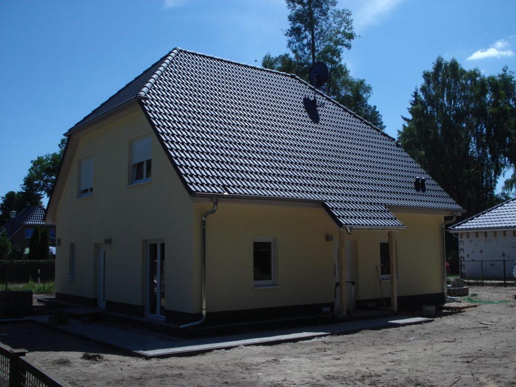 einfamilienhaus_walmdach_massiv